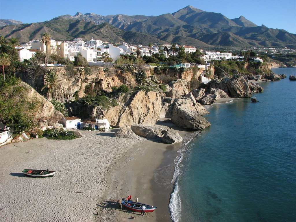 Playa calahonda nerja la mejor playa - Inmobiliaria la paz malaga ...
