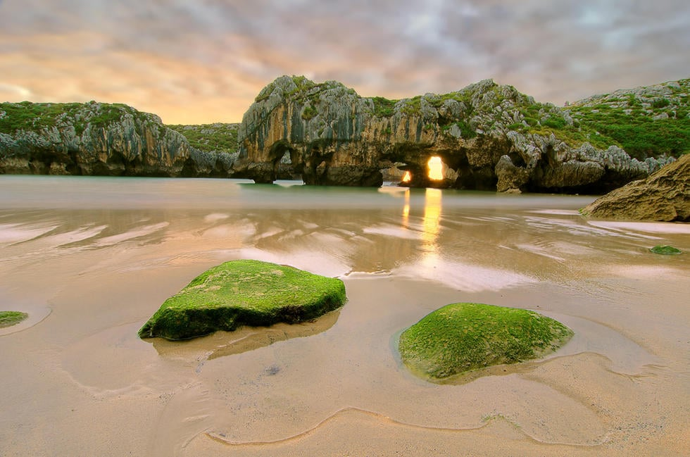 playa-cuevas-del-mar-llanes-asturias-6